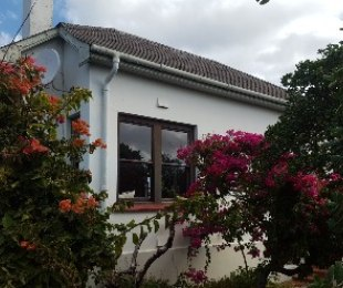 R 2,200,000 - 2 Bed Property For Sale in Muizenberg Upper