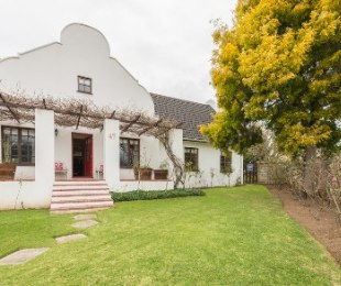R 2,295,000 - 4 Bed Home For Sale in Denver Park