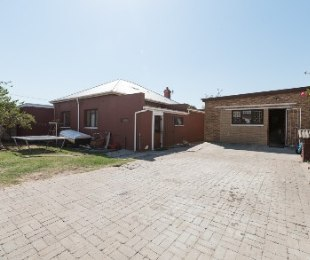 R 2,500,000 - 4 Bed House For Sale in Milnerton