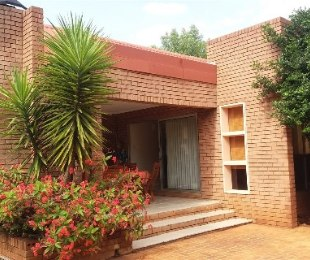 R 1,600,000 - 4 Bed House For Sale in Ninapark