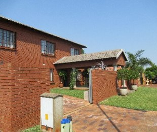 R 1,800,000 - 3 Bed Property For Sale in Theresapark