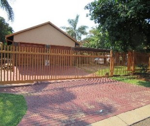 R 1,750,000 - 5 Bed Property For Sale in Theresapark