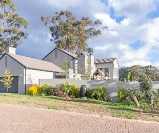R 5,150,000 - 3 Bed House For Sale in Durbanville