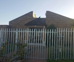 R 1,300,000 - 4 Bed House For Sale in Kuils River
