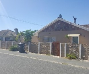 R 980,000 - 5 Bed House For Sale in Bellville South