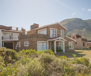 R 2,500,000 - 4 Bed Property For Sale in Betty's Bay