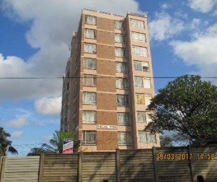 R 570,000 - 2.5 Bed Apartment For Sale in Montclair