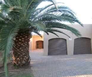 R 700,000 - 4 Bed House For Sale in Riebeeckstad