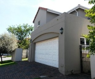 R 16,000 - 3 Bed Property To Rent in Eagle Canyon Golf Estate