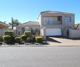 R 2,595,000 - 4 Bed House For Sale in Langeberg Heights