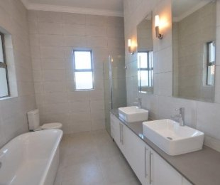 R 4,300,000 - 3 Bed House For Sale in Graanendal