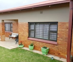R 1,800,000 - 3 Bed Home For Sale in Crosby