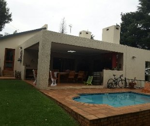 R 1,690,000 - 4 Bed House For Sale in Roodekrans
