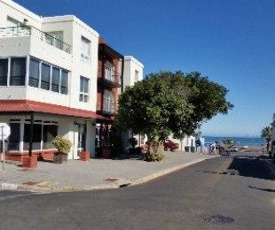 R 1,180,000 - 1 Bed Flat For Sale in Gordon's Bay