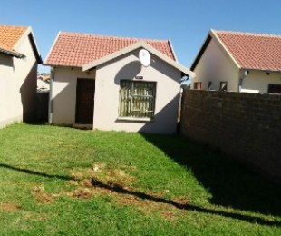 R 490,000 - 2 Bed Home For Sale in Fleurhof