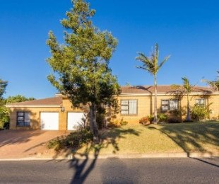 R 3,595,000 - 3 Bed House For Sale in Rosendal