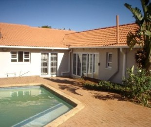 R 2,650,000 - 4 Bed House For Sale in Dawnview
