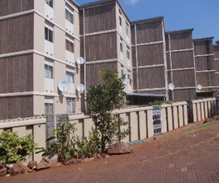 R 550,000 - 3 Bed Flat For Sale in Montclair