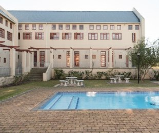 R 5,500 - 1 Bed Apartment For Sale in Eersterivier