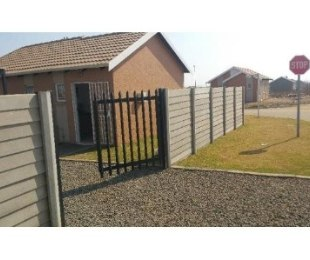 R 2,800 - 2 Bed House To Let in Protea Glen