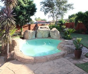 R 1,575,000 - 4 Bed Home For Sale in Valhalla