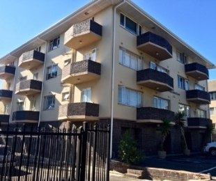 R 2,350,000 - 2 Bed Flat For Sale in Claremont