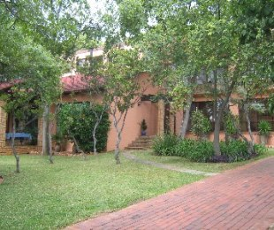 R 1,950,000 - 5 Bed Home For Sale in Florauna