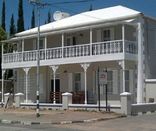 R 5,200,000 - 5 Bed Guest House For Sale in Prince Albert