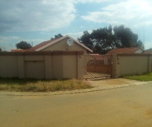 R 750,000 - 3 Bed House For Sale in Naturena