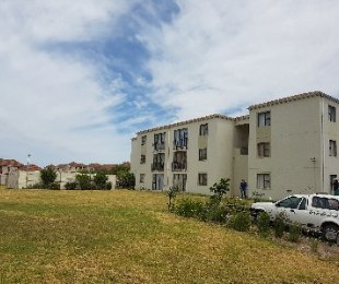 R 415,000 - 2 Bed Flat For Sale in Strand & Gordons Bay