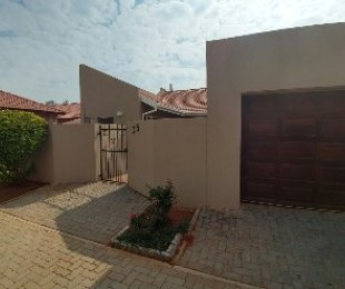 R 995,000 - 3 Bed Property For Sale in Theresapark