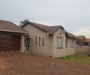 R 9,000 - 3 Bed House To Rent in Mondeor