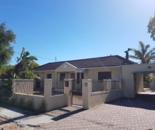 R 20,000 - 4 Bed House To Rent in Pinelands