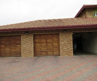 R 2,450,000 - 6 Bed House For Sale in Ninapark