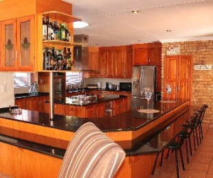 R 2,050,000 - 4 Bed House For Sale in Dorandia