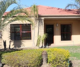 R 2,350,000 - 3 Bed Property For Sale in Uitzicht Estates
