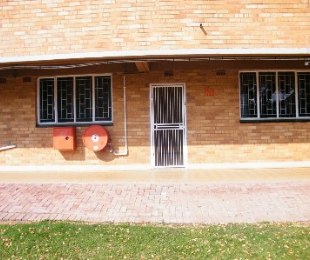 R 330,000 - 2 Bed Property For Sale in Dagbreek