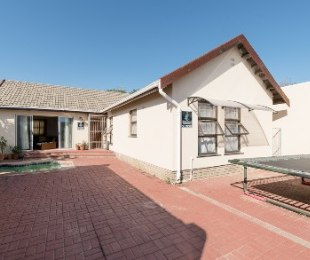 R 1,565,000 - 3 Bed Property For Sale in Strand