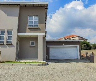 R 2,799,000 - 3 Bed Property For Sale in Eagle Canyon Golf Estate