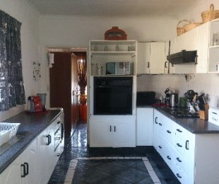 R 1,000,000 - 4 Bed House For Sale in The Orchards