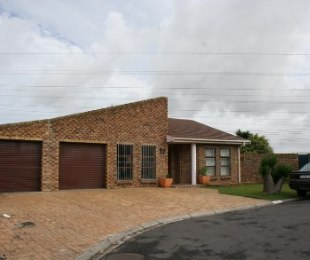 R 2,360,000 - 4 Bed Property For Sale in Monte Vista