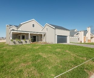 R 3,750,000 - 4 Bed House For Sale in Kraaibosch