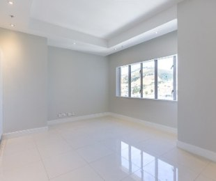 R 2,550,000 - 1 Bed Apartment For Sale in Cape Town - City Bowl