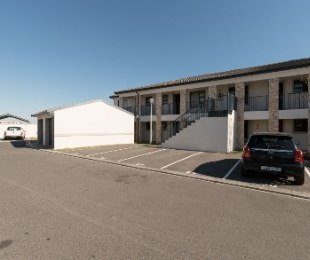 R 990,000 - 2 Bed Apartment For Sale in Cape Town