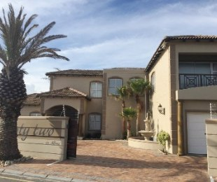 R 40,000 - 4 Bed Home To Rent in Sunset Beach
