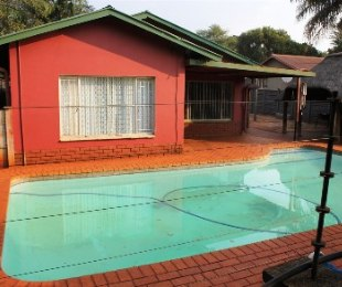 R 1,050,000 - 4 Bed Property For Sale in The Orchards