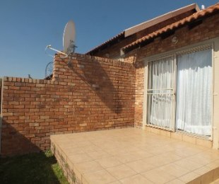 R 1,050,000 - 2 Bed Property For Sale in Rooihuiskraal North