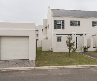 R 1,600,000 - 3 Bed House For Sale in Stellenbosch