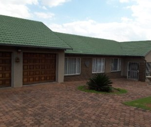 R 1,380,000 - 4 Bed Home For Sale in Roodekrans