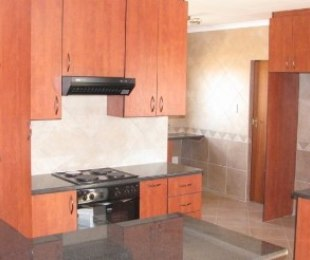 R 1,200,000 - 3 Bed Property For Sale in Theresapark